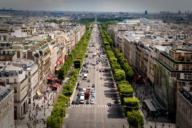 minibus avec chauffeur Avenue des Champs-Élysées location autocar nice
