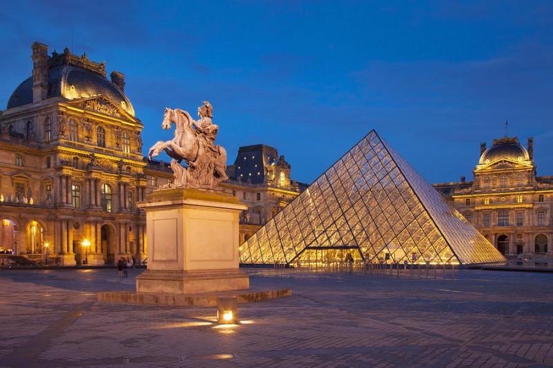 minibus avec chauffeur Musée du Louvre location minibus 20 places avec chauffeur